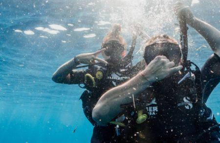 Plàncton Diving és el teu centre de busseig i snorkel a l'Ametlla de Mar (Tarragona). Oferim immersions guiades des de la costa o en vaixell, rutes de snorkel, immersions a les Illes Columbretes en veler, rutes de biocaiac i lloguer de material de submarinisme. Impartim cursos de submarinisme certificats per SSI per a tots els nivells: bateig de submarinisme, curs Open Water Diver SSI o cursos per treballar d'instructor/a de submarinisme entre d'altres. També organitzem campaments científics, tallers i activitats perquè els i les més petites aprenguin sobre el mar. El nostre equip d'oceanògrafes i biòlogues marines t'ensenyaran a reconèixer espècies de fauna i flora amb els nostres brífings bio per convertir-te en una experta submarinista.